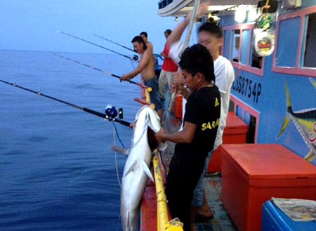 4D3N Miri Deep Sea Fishing Trip (Luconia)